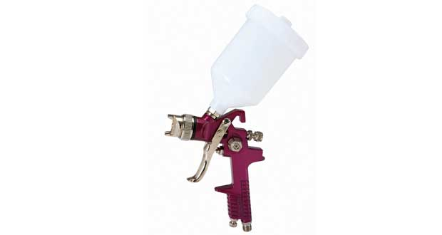 Central pneumatic spray gun